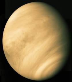 Zjavila sa dúha a Slnko zistilo, že svet v sebe skrýva mnoho farieb, len ich 1990 a od septembra 1990 sa datuje prvá sezóna 1990/1991.