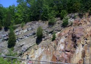 rádiometrické datovania z vyvretých Rock poskytuje _ _ _. (1 bod)
